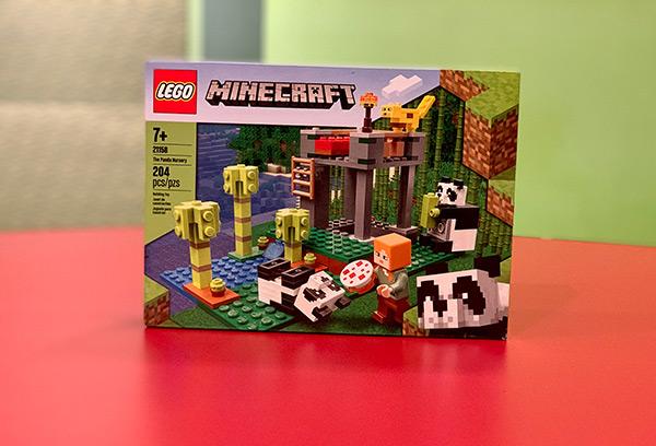 LEGO Minecraft Panda Nursery Set
